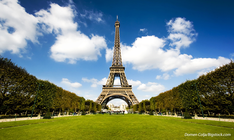 10 Romantic Places To Kiss In The World At Least Once - Eiffel Tower